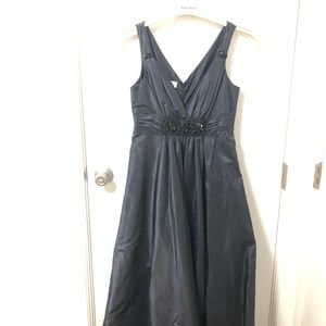 TERI JON BLACK SLEEVELESS GOWN